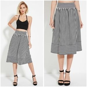 Large Cute Black and White Striped Pleated Skirt